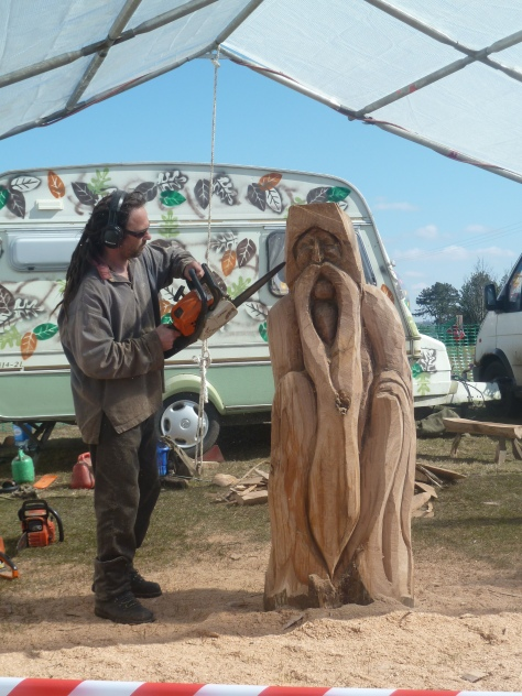 a chainsaw artist was on hand to create a Gandalph!