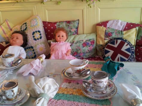 Time for a doll's Tea Party !
