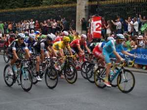 The tour winner in the yellow jersey ~ Nibali.