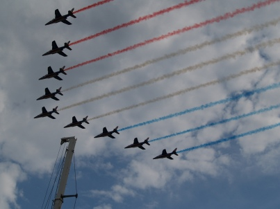 The French version of the Red Arrows flew over Paris on the race day.