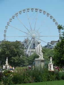 Ferris wheel in the Jardin de tuileries.