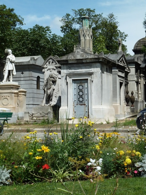 Pere lachaise in summer.