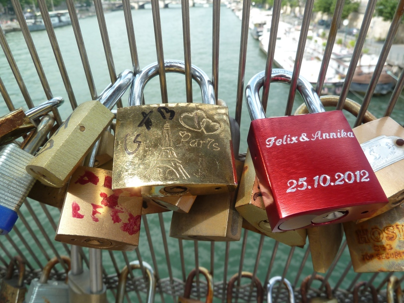 Lovelocks Paris.
