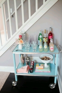 Double up as a drinks trolley.