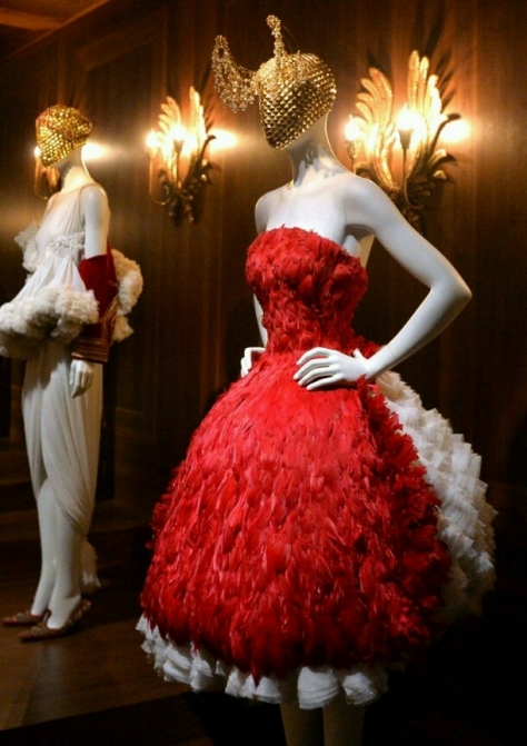 Savage Beauty at the V&A (image off Pinterest).